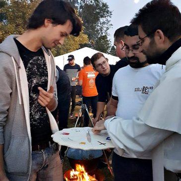Szólj Be a Papnak a Műszaki Sörsátornál – az Egyetemi Gyülekezettel!